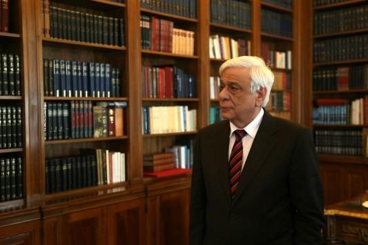 """Σέρρες: Τι έγραψε ο Π. Παυλόπουλος στο βιβλίο για τον """"εθνάρχη"""" Κ. Καραμανλή"""