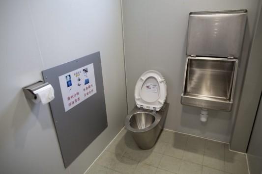 Φρίκη – Πέταξε τις στάχτες της συζύγου του σε τουαλέτα σουπερμάρκετ!
