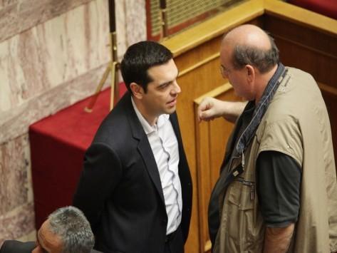 Άναψαν τα... αίματα στην Κεντρική Επιτροπή του ΣΥΡΙΖΑ! - Φίλης: Ο Βαρουφάκης έχει πει πολλές μαλ@@@@@! - Δραγασάκης: Έχουμε κόμματα μέσα στο κόμμα