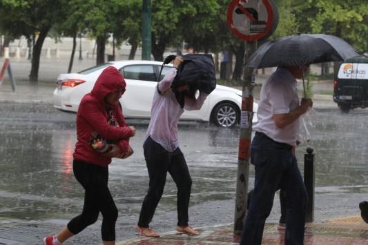 Καιρός: Χαλάει από το μεσημέρι – Έρχονται ισχυρές βροχές και καταιγίδες