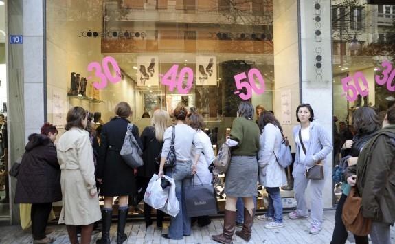 Εορταστικό ωράριο καταστημάτων: Πότε θα είναι ανοιχτά τα μαγαζιά