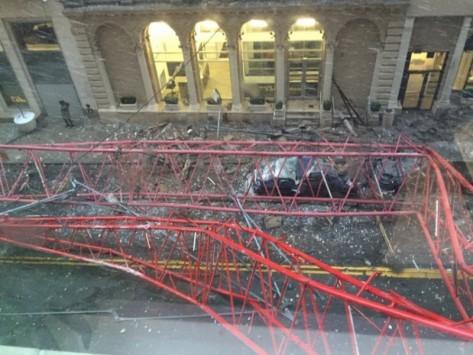 Νέα Υόρκη: Κατέρρευσε γερανός! Ένας νεκρός, δεκάδες τραυματίες! (ΒΙΝΤΕΟ & ΦΩΤΟ)