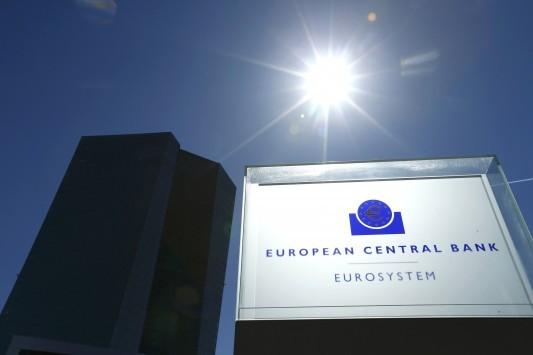 Κερέ: Η Ελλάδα στην ευρωζώνη με ελάφρυνση χρέους