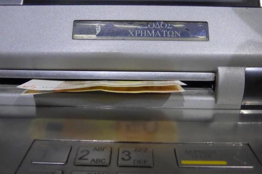 Κατασχέσεις καταθέσεων για χρέη – 500.000 οφειλέτες στο στόχαστρο – Ποιοι θα δουν τους λογαριασμούς τους στην τράπεζα να αδειάζουν