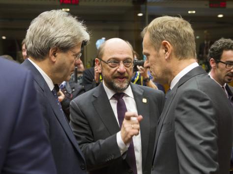 Σουλτς: Επικίνδυνη η φλυαρία για Grexit