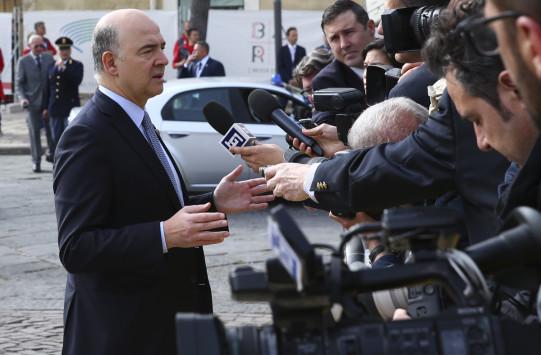 Αισιόδοξοι Σαπέν και Μοσκοβισί πως θα βρεθεί λύση για την Ελλάδα