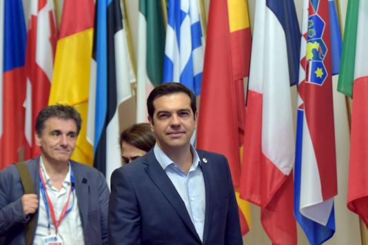 Handelsblatt: Το βραδινό τηλεφώνημα Τσίπρα σε Τσακαλώτο εν μέσω Eurogroup