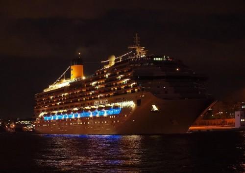 Στη Σούδα βρήκε ασφαλές λιμάνι πλωτό παλάτι.