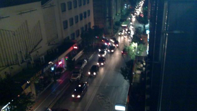 Πάτρα: ''Street fighter'' μετά από τροχαίο ατύχημα - Δείτε το βίντεο!