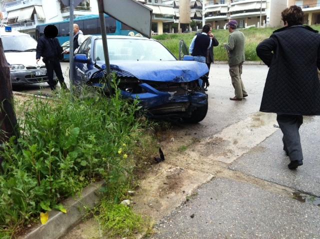 Το αυτοκίνητο που συγκρούστηκε με το λεωφορείο - ΦΩΤΟ από lamiareport.gr
