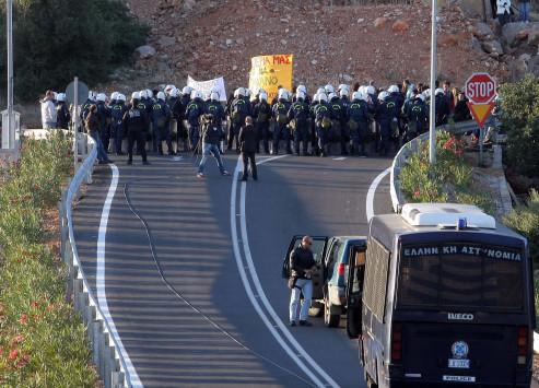 Δύο συλλήψεις και 15 προσαγωγές έξω από τη Σύνοδο της Σοσιαλιστικής Διεθνούς