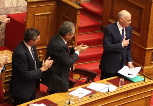 Η κυβέρνηση Παπανδρέου τελειώνει απόψε - Οι βουλευτές αντέστρεψαν το δίλλημα