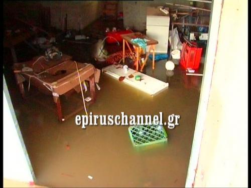 Εικόνα από πλημμυρισμένο σπίτι της πόλης - ΦΩΤΟ από epiruschannel.gr