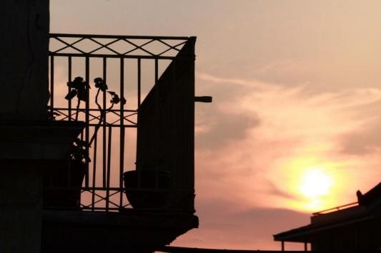 Ανήλικο κορίτσι έπεσε από μπαλκόνι στον Πύργο!