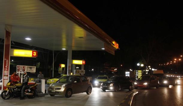 Θεσσαλονίκη: Μαφιόζικη ληστεία σε βενζινάδικο - Έσπασαν την τζαμαρία με το αυτοκίνητο που οδηγούσαν!