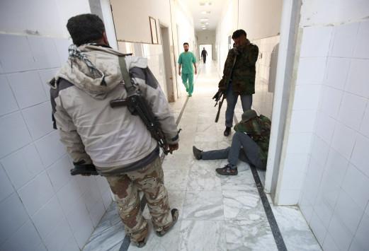 Ολονύχτιος βομβαρδισμός στη Λιβύη - Σφαγή καταγγέλλει ο Καντάφι