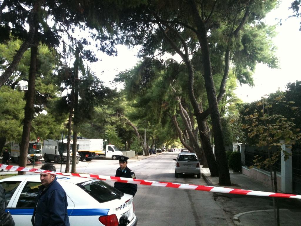 Αστυνομικοί έχουν αποκλείσει όλο το τετράγωνο γύρω από την πρεσβεία της Βουλγαρίας στο Ψυχικό ΦΩΤΟ NEWSIT