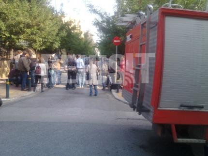 Δημοσιογράφοι έξω από την πρεσβεία της Ελβετίας ΦΩΤΟ NEWSIT