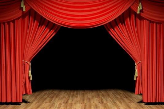 Έπαιξαν ξύλο οι ηθοποιοί στο διάλειμμα πολύ γνωστής παράστασης!