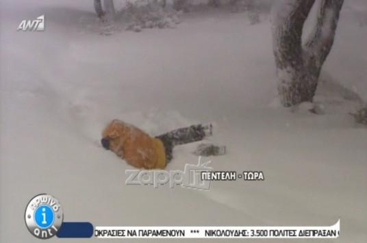 «Σκοτώθηκε» on air ο ρεπόρτερ του Παπαδάκη! Ξεκαρδιστικό βίντεο!