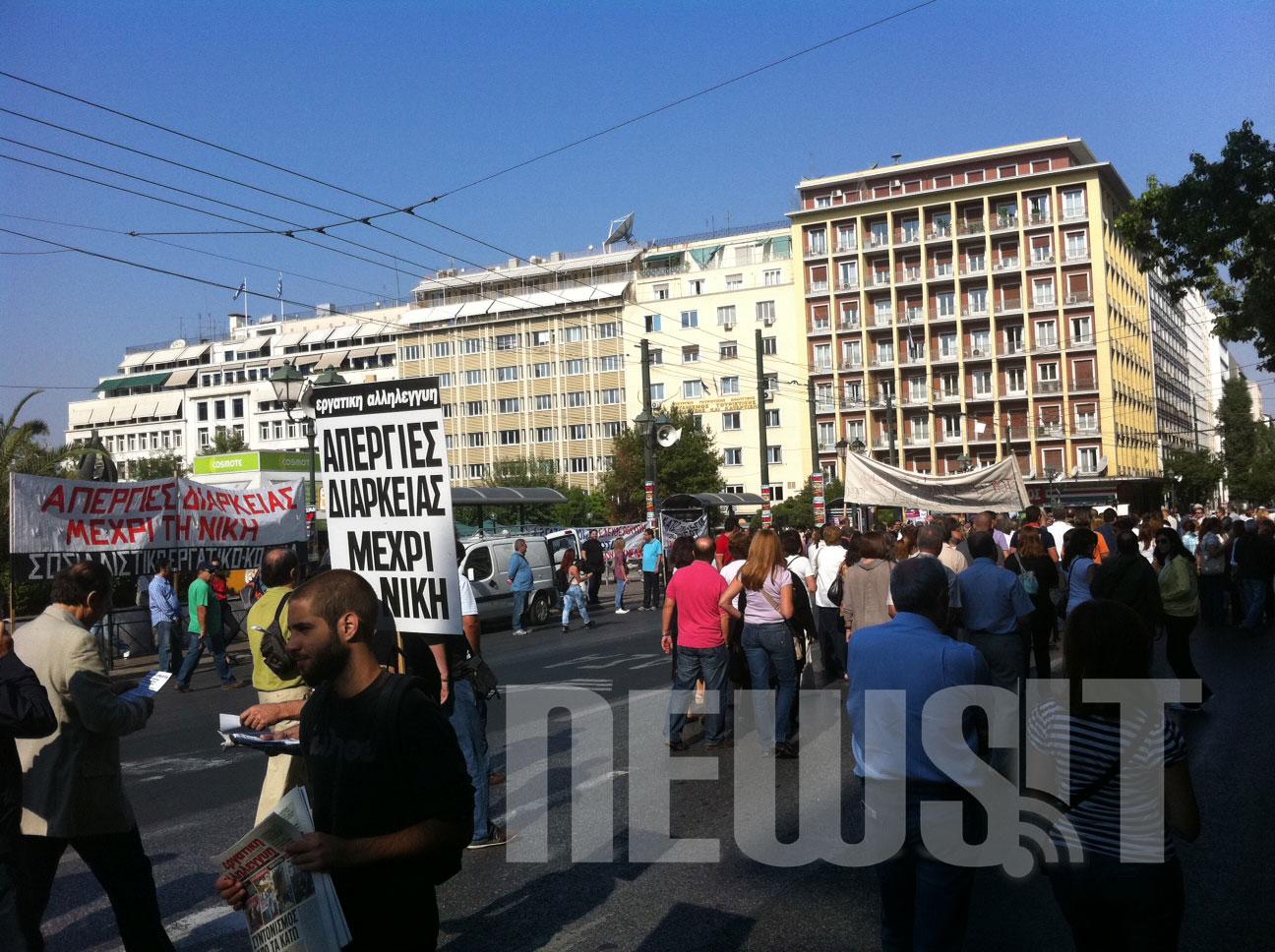 ΩΡΑ 10:56 ΓΣΕΕ και ΑΔΕΔΥ κλείνουν τη Σταδίου
