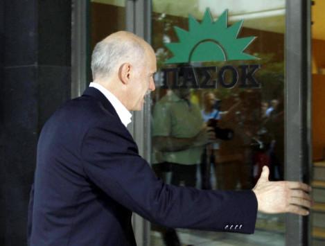 Αφόρητες πιέσεις για εκλογές στον Παπανδρέου - Γιατί έφυγε πρωί από το γραφείο του