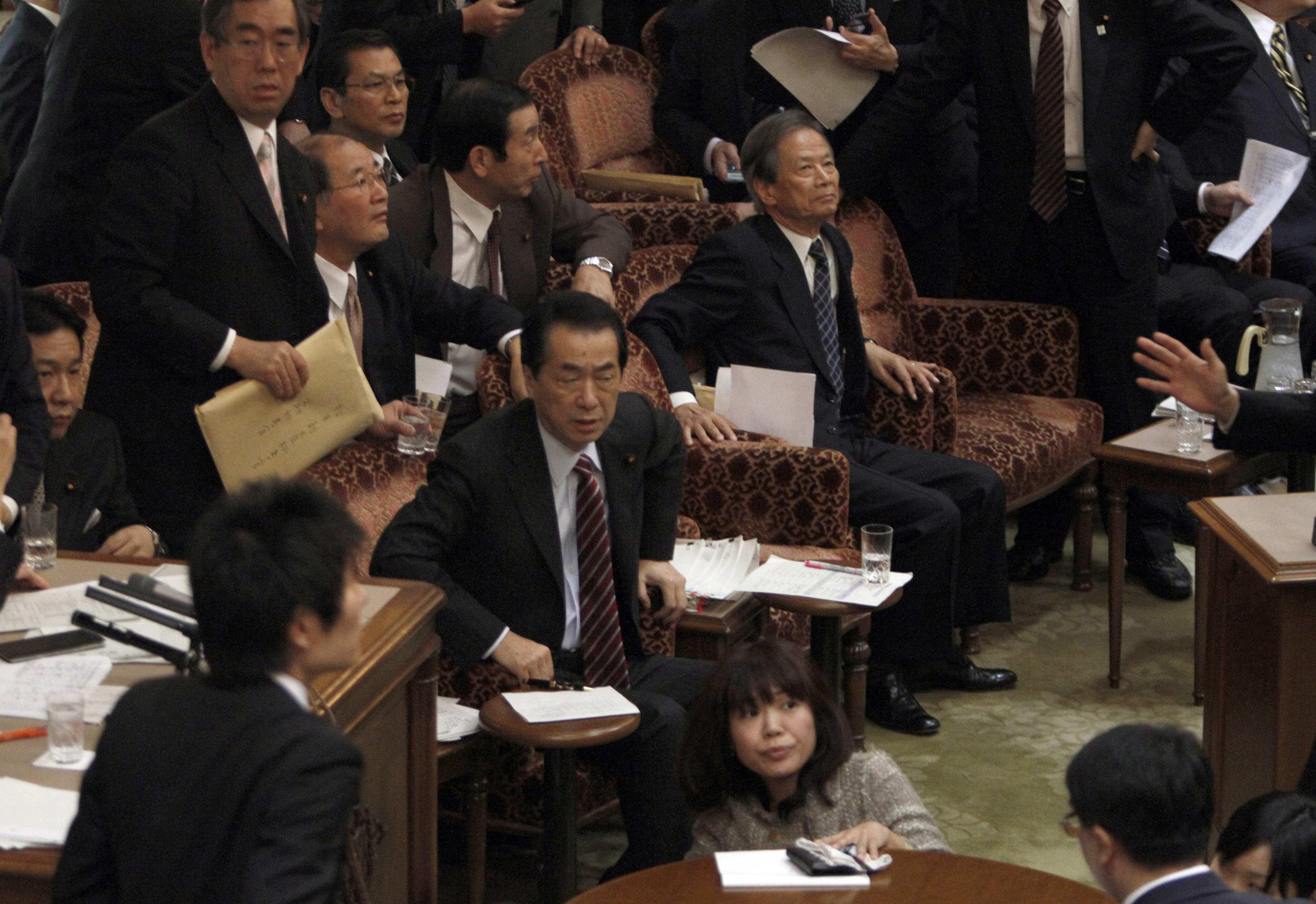 Ο πρωθυπουργος της Ιαπωνίας Ναότο Καν τρομαγμένος την ώρα του σεισμού. ΦΩΤΟ REUTERS