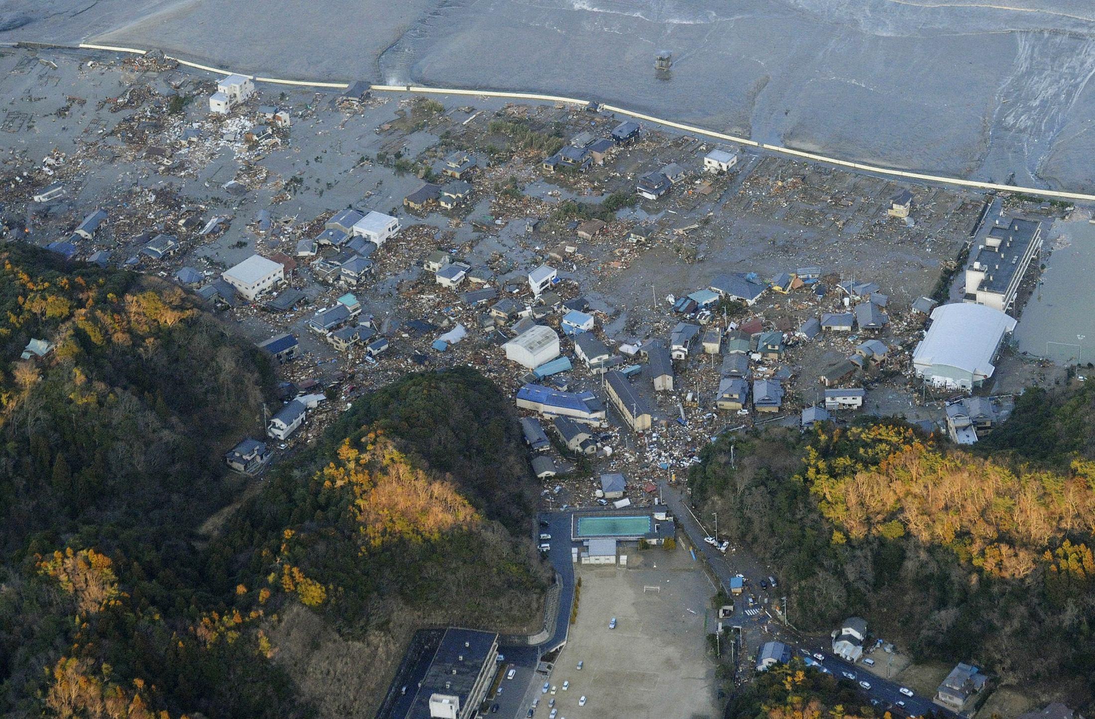 Πόλεις κάτω από το νερό. Το τσουνάμι παρέσυρε τα πάντα - ΦΩΤΟ REUTERS