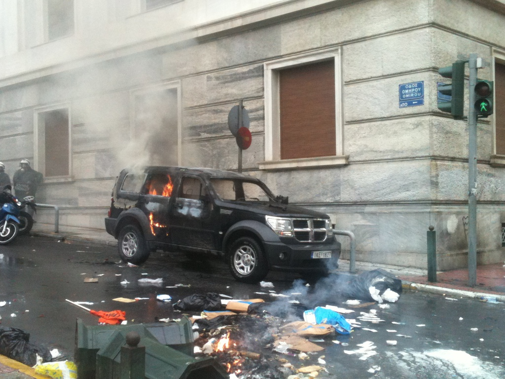 Ώρα 14:30 Αυτοκίνητο στις φλόγες στην οδό Ομήρου