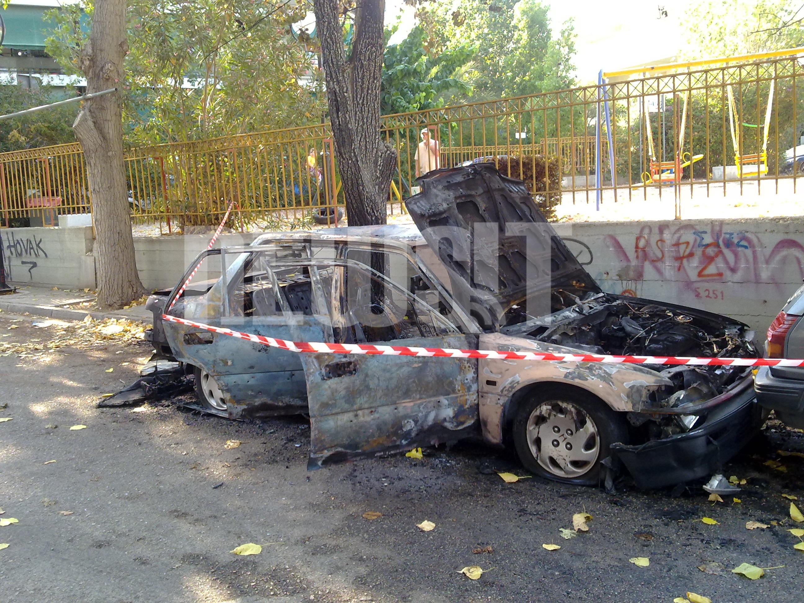 Το καμένο αυτοκίνητο ΦΩΤΟ NEWSIT