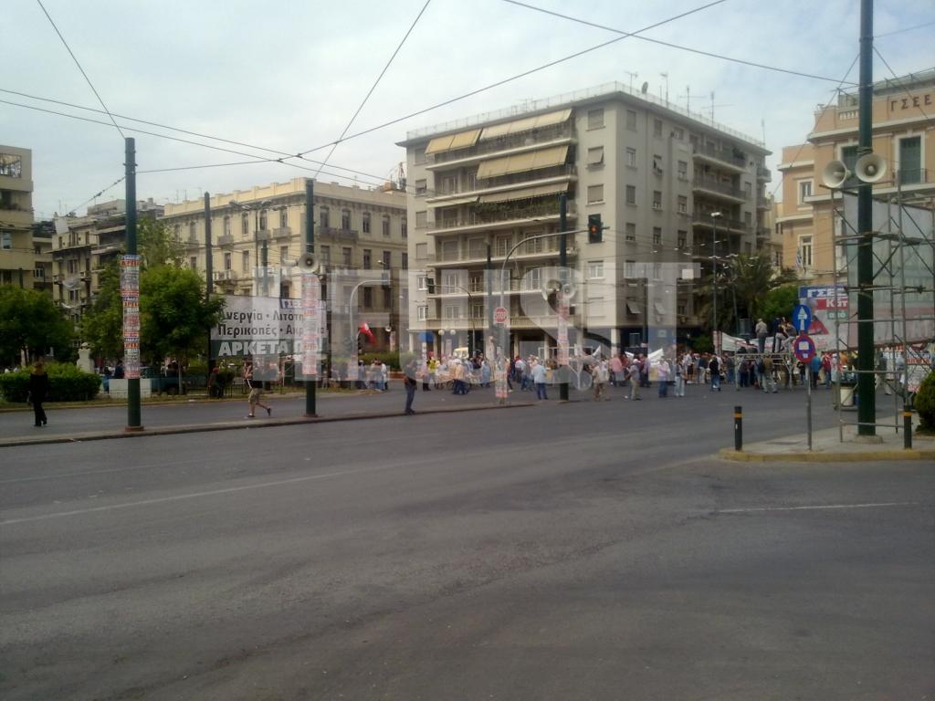 ΩΡΑ 10.55  Πεδίον Αρεως Κόσμος έχει αρχίσει και συκεντρώνεται για την πορεία ΓΣΕΕ -  ΑΔΕΔΥ ΦΩΤΟ NEWSIT