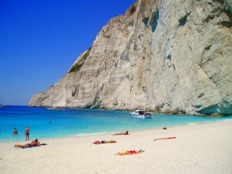 """Ιταλικός κολοσσός τουρισμού μας """"πετάει"""" έξω από το ευρώ - Αναστέλλει όλες τις πληρωμές και τινάζει στον αέρα μεγάλα ελληνικά ξενοδοχεία"""