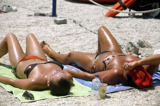Μίνι καύσωνας το Σαββατοκύριακο – Θα γεμίσουν οι παραλίες
