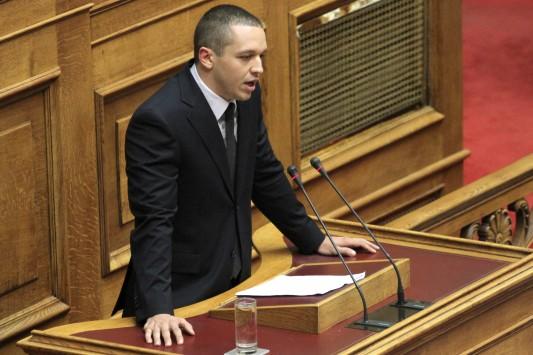 Οργή Κασιδιάρη στην Βουλή για τον βιαστή της Πάρου!