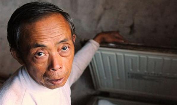 Κρατάει σε καταψύκτη το νεκρό 18χρονο γιο του γιατί δεν μπορεί να τον αποχωριστεί