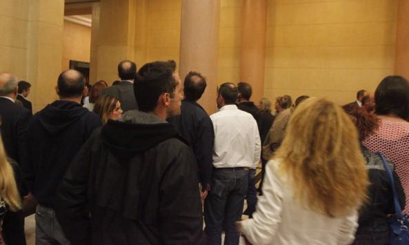 Οι πιο ευνοημένοι Έλληνες είναι οι υπάλληλοι της Βουλής ! Δείτε τα προνόμια τους....