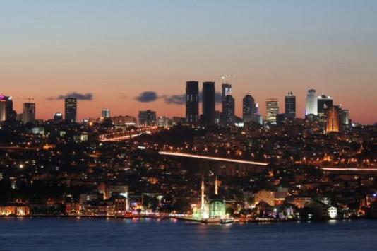 Η πρώην πρωτεύουσα της Βυζαντινής Αυτοκρατορίας η Κωνσταντινούπολη είναι 1,5 μεγαλύτερη από την Ελλάδα.