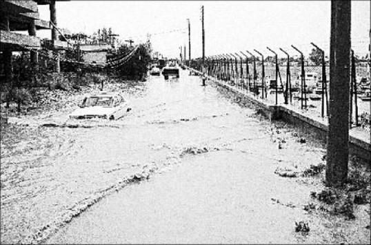 Από το 1961 έχει να βρέξει τόσο πολύ στην Αττική - Τι έγινε τότε - Σπάνιες ΦΩΤΟ