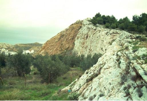 Κρήτη: Περίεργη πτώση σε γκρεμό - Μια πέτρα του έσωσε τη ζωή!