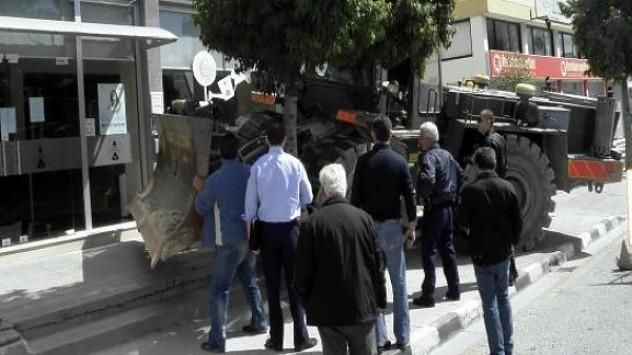Πανικός στην Κύπρο με τα χρήματα των καταθέσεων.