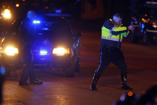 LIVE ΕΙΚΟΝΑ: Οι βομβιστές της Βοστόνης «χτύπησαν» και στο ΜΙΤ; - Ένας αστυνομικός νεκρός, ανθρωποκυνηγητό για τον εντοπισμό των δραστών ....