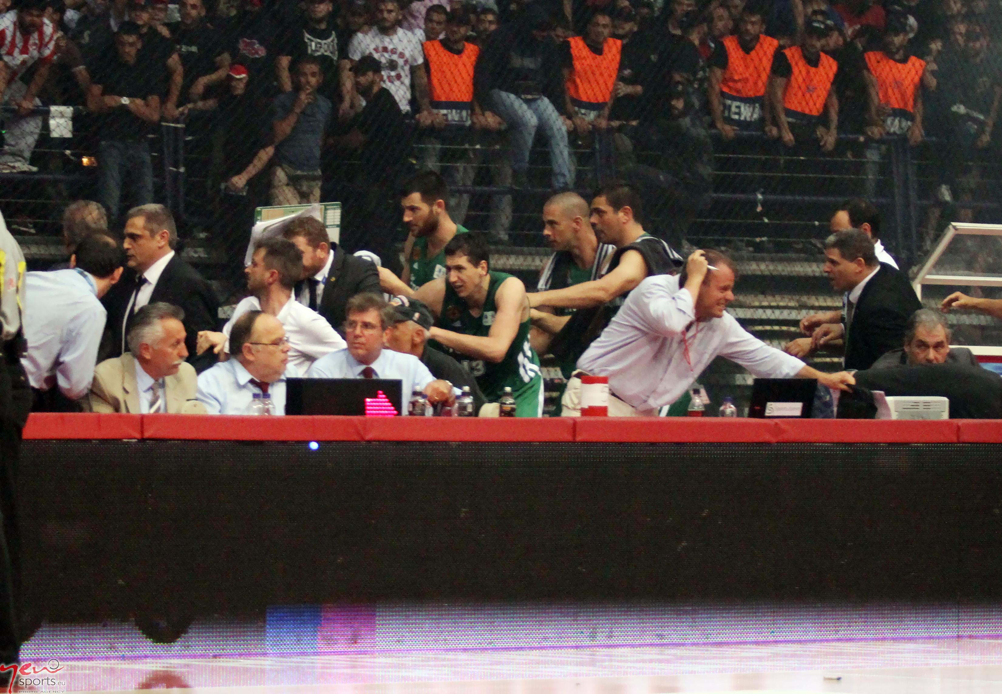 παο μπασκετ Image: Γης μαδιάμ το ΣΕΦ: εικόνες ντροπής στον 3ο τελικό της Α1