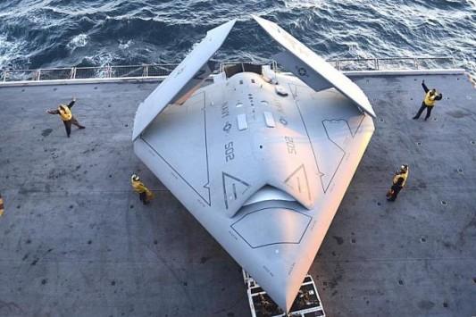 ΒΙΝΤΕΟ: X-47B - Μια ιστορική στιγμή για το Πολεμικό Ναυτικό