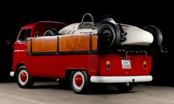 Μια Porsche Formula V και... ένα VW Transporter για τη μεταφορά της