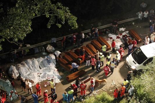 Ανείπωτη τραγωδία: Ξεκληρίστηκαν ολόκληρες οικογένειες στο δυστύχημα στην Ιταλία