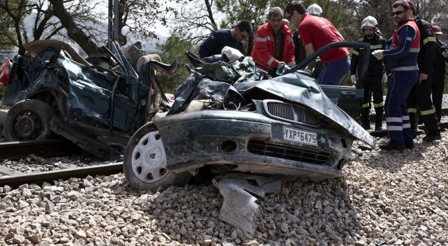 Άδεια παραμονής στο παλικάρι από το Πακιστάν που ρίσκαρε τη ζωή του για να σώσει δυο Έλληνες στις γραμμές του τρένου.......