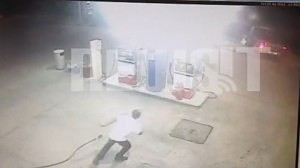 VIDEO NTOKOYMENTO από βενζινάδικο - Οδηγός για να μην πληρώσει γκαζώνει και φεύγοντας παρασύρει γυναίκα κάτω από τις ρόδες