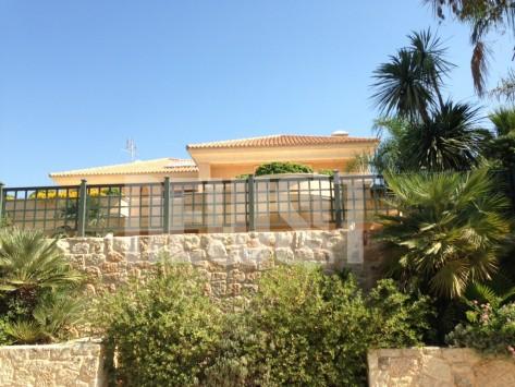 Βουλιαγμένη ξημερώματα: Δολοφονική επίθεση εναντίον επιχειρηματία μέσα στο σπίτι του....
