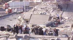 Ημέρα μνήμης η σημερινή. 14 χρόνια από το σεισμό 5,9 Ρίχτερ που συγκλόνισε την Αθήνα με 140 νεκρούς....