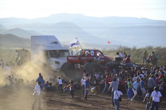 Τραγωδία σε μηχανοκίνητο αγώνα! Οι ρόδες καταπλάκωσαν τους θεατές - ΒΙΝΤΕΟ